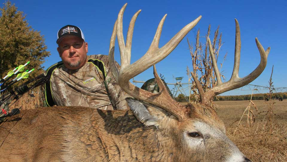 Hunt monster whitetails with midwest whitetail adventures.