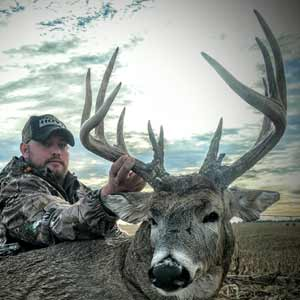 Midwest Whitetail Adventures: Kansas Deer Hunts like you won't believe.