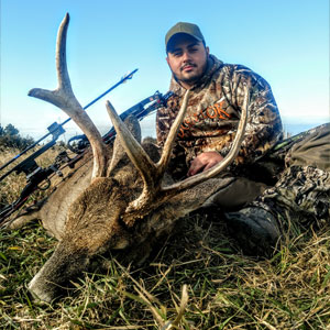 Bag a monster whitetail deer in Kansas with Midwest Whitetail Adventures